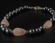elajoyas. Collar Pure-Stone de hematite y cuarzo rosa