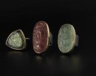 elajoyas. Anillos bizantinos de oro y plata oxidada. Turmalinas y prehenita talladas en forma de flor